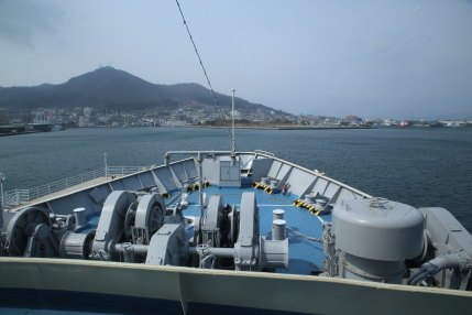 摩周丸の操舵室から見た函館山