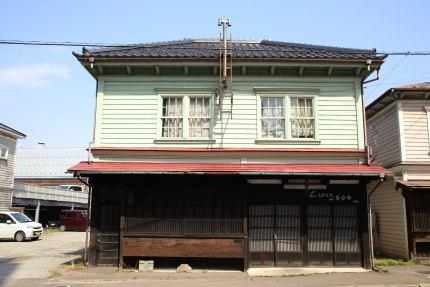 和洋折衷のような古い家