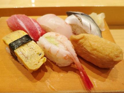 お寿司6貫中トロ付き