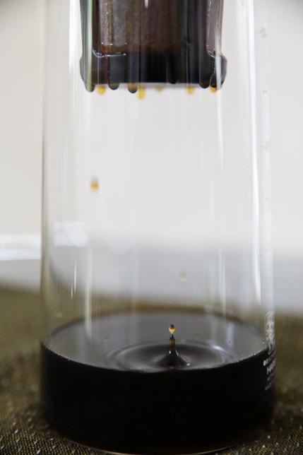 コーヒーがぽたぽた落ちてきます