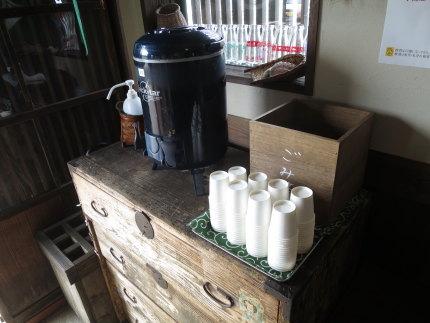 麦茶のセルフサービス