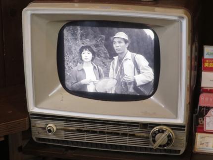 待合室に昔のテレビ