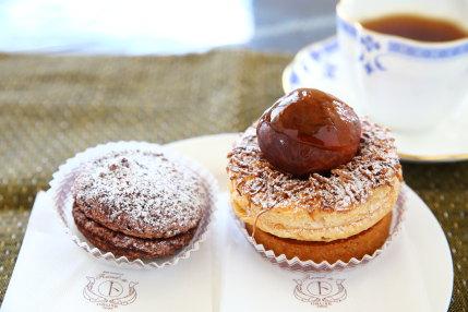 チョコレートの菓子と栗菓子