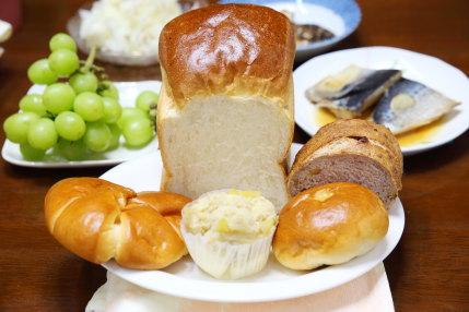 食パンなど5種類のパン