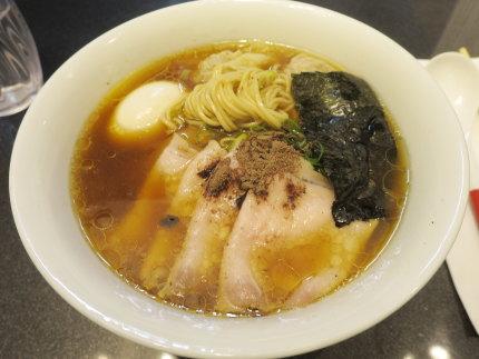 チャーシューワンタン味玉醤油Soba1700円(税込)