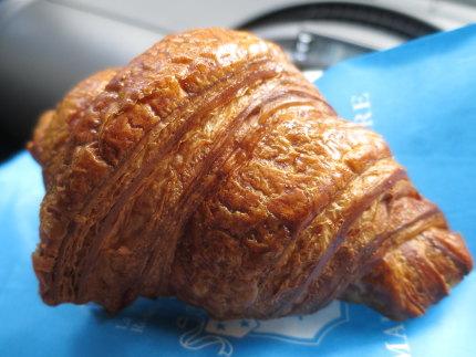 クロワッサン・エシレ トラディシオン Croissant Échiré Tradition 本体価格320円 (税込346円)