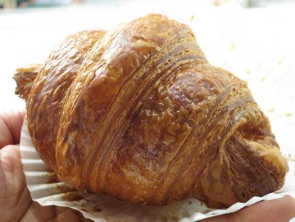 クロワッサン・エシレ 50%ブール(有塩) Croissant Échiré 50% beurre 本体価格400円 (税込432円)