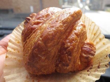 クロワッサン・エシレ 50%ブール(食塩不使用) Croissant Échiré 50% beurre 本体価格400円 (税込432円)