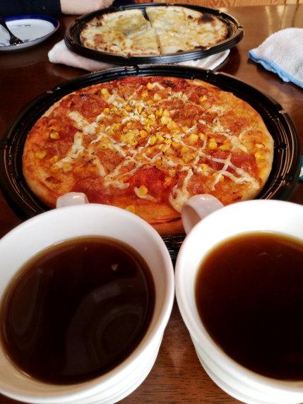 高級なコーヒー,格安ピザ