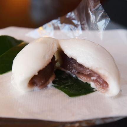 2.上生菓子羽二重餅椿餅の中