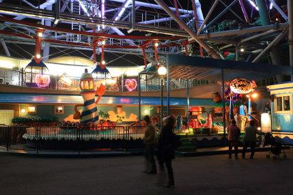 夜も楽しい遊園地