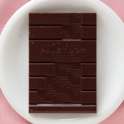 選別・焙煎から完全に手作りで作られた自家製のショコラ
