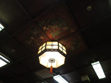 天井には、綺麗な絵が描かれていました