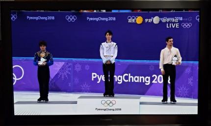 羽生結弦選手が金メダル、宇野昌磨選手が銀メダル、