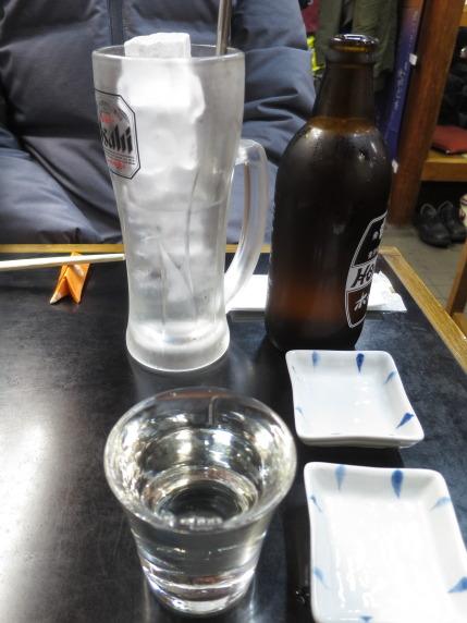 私は、日本酒〆張鶴、妻は、ホッピーセット