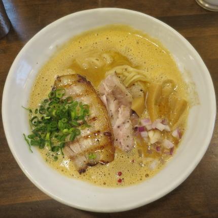 「泡シャモオマール」880円(税込)麺大盛り無料