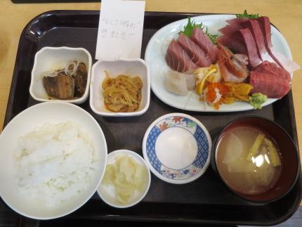 特上刺身定食本まぐろ、うに入り2000円(税込)