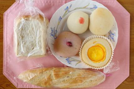 食事パンと、数種類の菓子パン