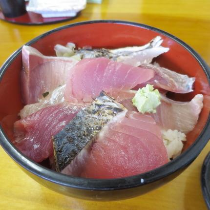 海鮮丼700円(税込)