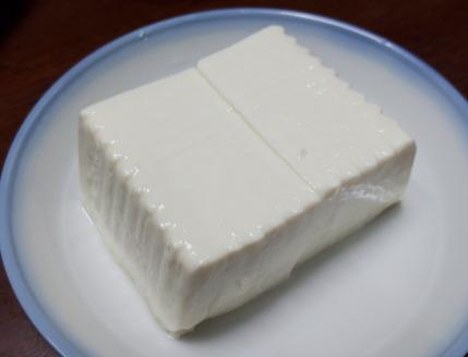 無添加絹こし豆腐330円(税別)