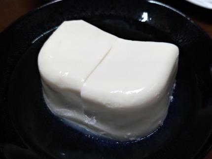 なめらかな舌触りのぷるっとした豆腐