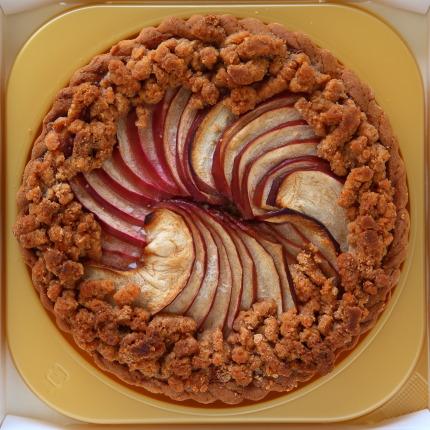 東京都目黒区BLOOM'S(ブルームス)さんのりんごのクランブルタルト16cm3628円(税込)