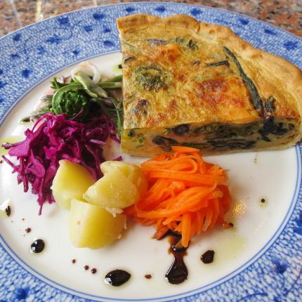 そば粉と豆乳生地のキッシュ(魚と季節の野菜)