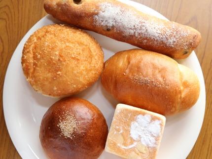 たくさんパンを買ってきました