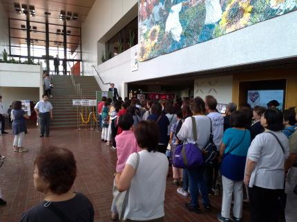 沢山の人が上越文化会館に来ていました