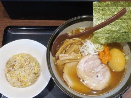 辛みそ大吟醸(鶏清湯)880円税込+ミニチャーハン250円税込