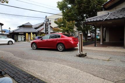 町営の駐車場に車を停めに行かれました