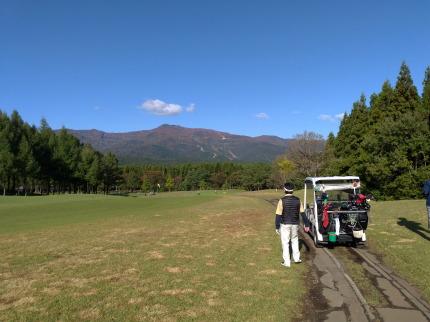 晴天の中でのゴルフ