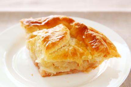 沢山のリンゴがバターの香りただようパイ生地に包まれています