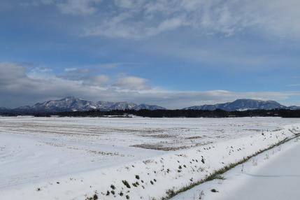 雪の米山と尾神岳