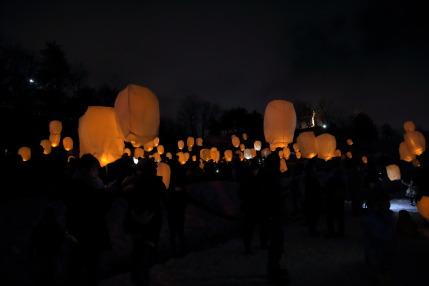 灯のオーロラLEDスカイランタンの準備