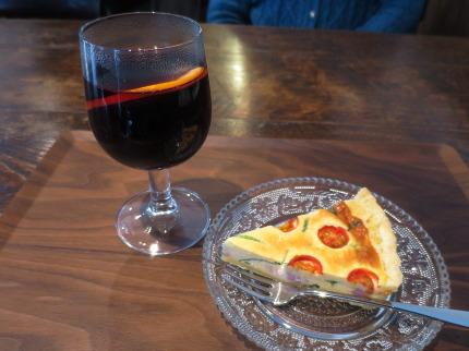 ホットワインとキッシュ