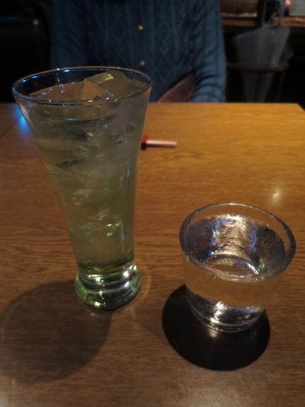 妻はノンアルコールカクテル、私は、+150円で日本酒鶴齢純米吟醸