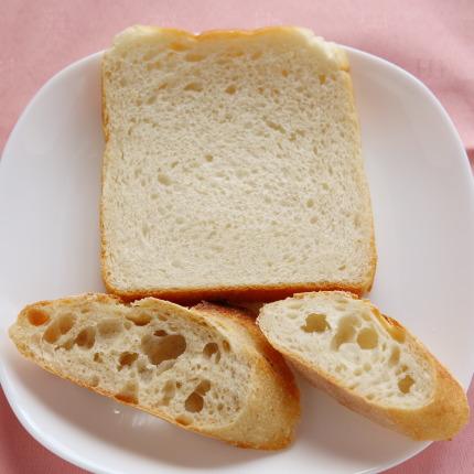バゲット240円税別、国産小麦バゲット260円税別、角食240円税別
