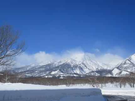 青空と妙高山の雪景色