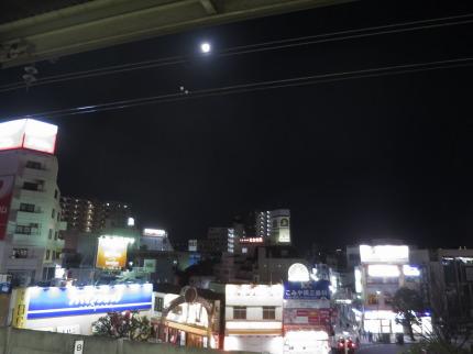 まんまるの明るい月