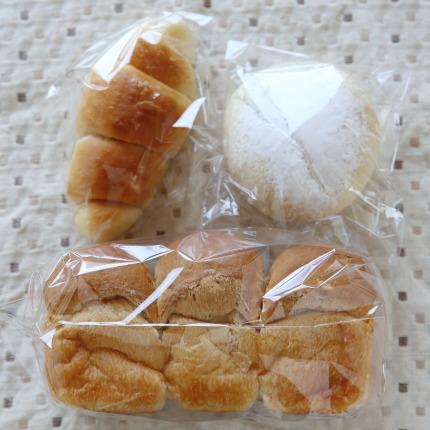塩バターロール150円税別、白パン80円税別、食パン200円税別
