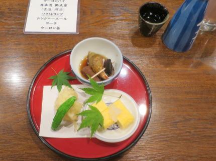 ピンチョイスは、藤作玉子焼と白身魚の天ぷらとシシトウ、ばい貝の煮付け