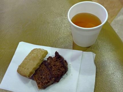 クッキーとパウンドケーキとハーブティー