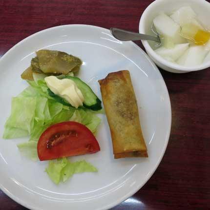 サラダと春巻きサーサイと杏仁豆腐