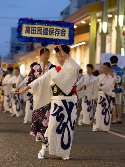 高田民謡保存会の方々の踊り