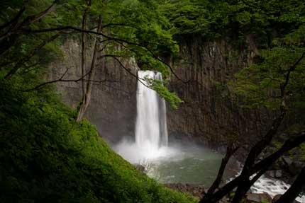 苗名滝の見える一番近い地点
