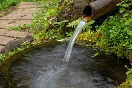 宇棚の清水