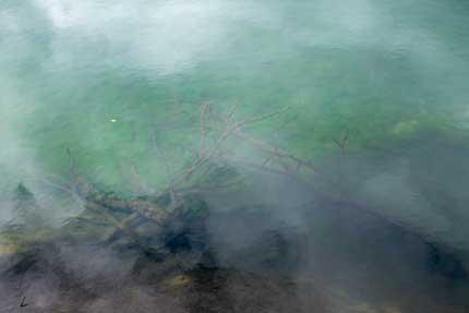 コバルトブルーの水