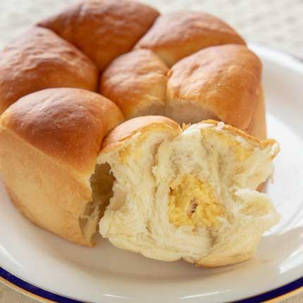 クリーム入りの牛乳パン700円税別。