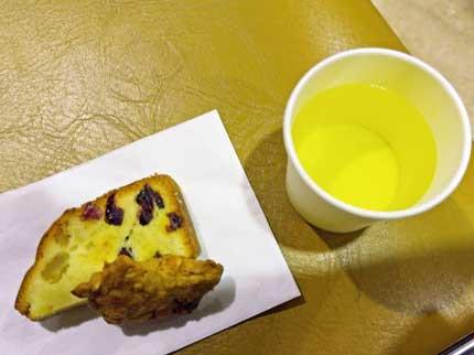 クッキーとパウンドケーキとレモンジンジャーティー